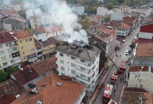 Kastamonuda çatı yangını büyümeden söndürüldü