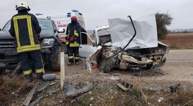 Konyada kamyonetle otomobil çarpıştı: 1 ölü, 2 yaralı