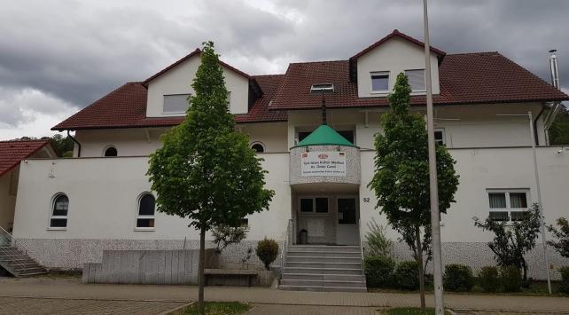 Almanyada cami yakınındaki aydınlatma direğine İslamofobik yazılar yazıldı
