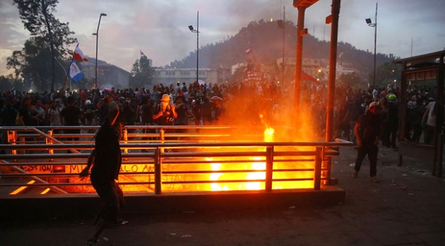 Şilide hükümet karşıtı gösteriler şiddetlenerek sürüyor