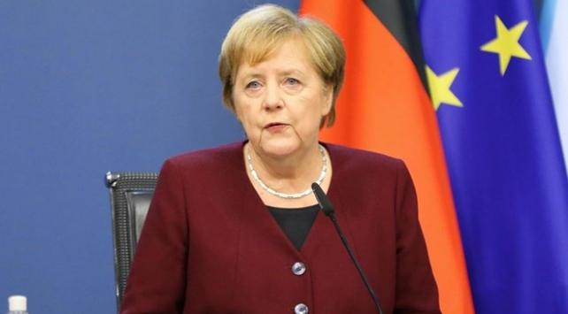 Merkel: Salgın gibi küresel zorluklar ancak küresel çabayla aşılabilir