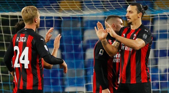 Lider Milan, Napoli deplasmanından 3 puanla döndü