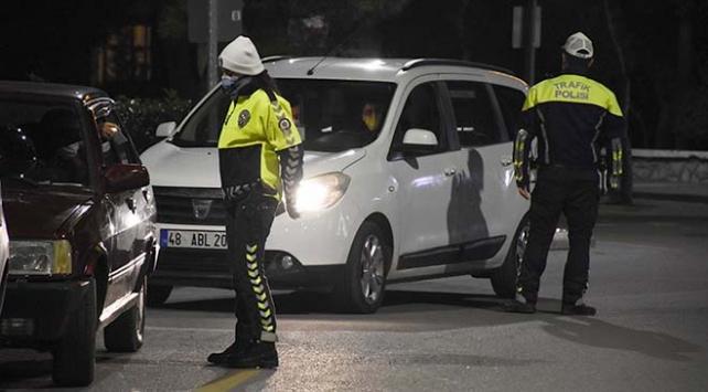 Muğlada kısıtlamalara uymayan 124 kişiye para cezası