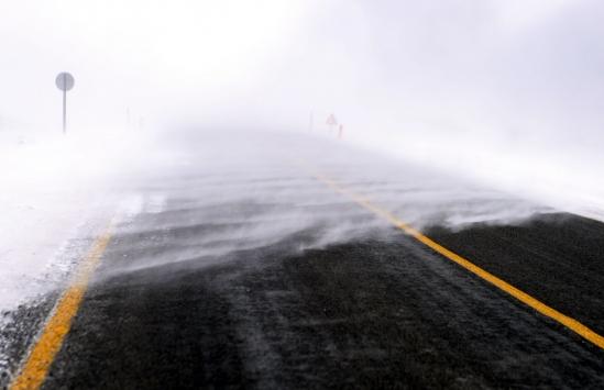 Ardahanda kar ve tipi sürücülere zor anlar yaşattı