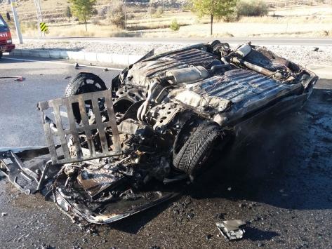 Konyada devrilerek alev alan otomobilin sürücüsü yaralandı