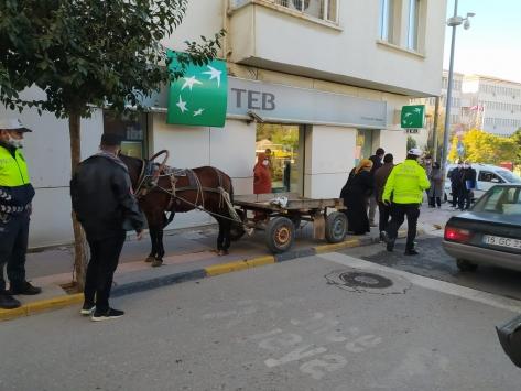 Edirnede at arabasını kaldırıma bırakan kişiye para cezası uygulandı