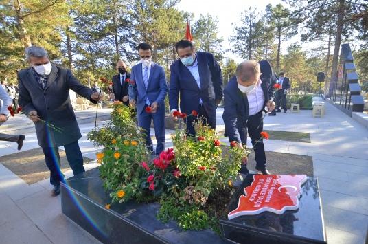 Şehit öğretmen Aybüke Yalçın, Çorumdaki mezarı başında anıldı