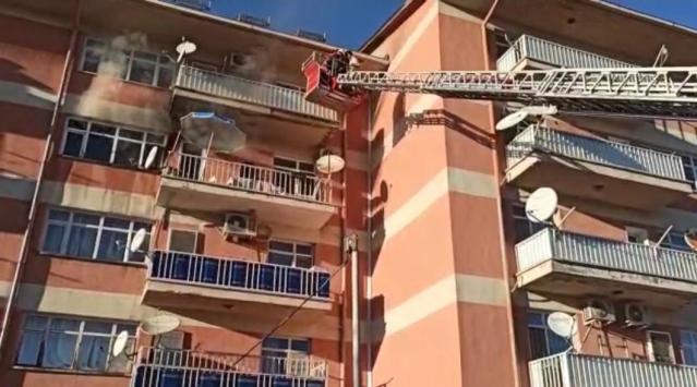 Üniversite lojmanında yangın: 6 kişiyi itfaiye kurtardı