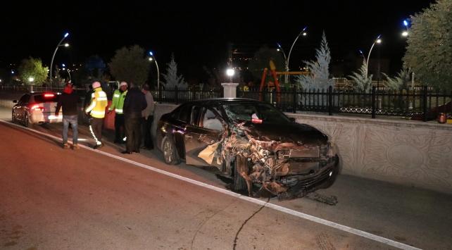 Erzincanda kamyonet ile otomobil çarpıştı: 7 yaralı
