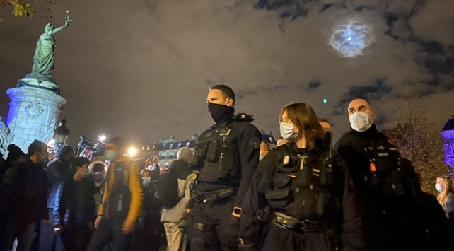 Pariste polis sığınmacıları sokak sokak kovaladı