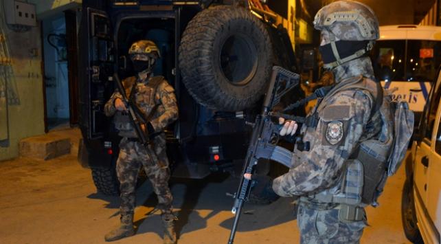 Adanada zehir tacirlerine şafak operasyonu