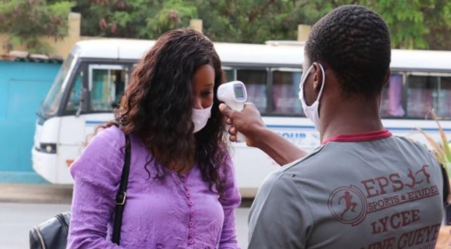 Afrikada bir günde 10 bin yeni vaka