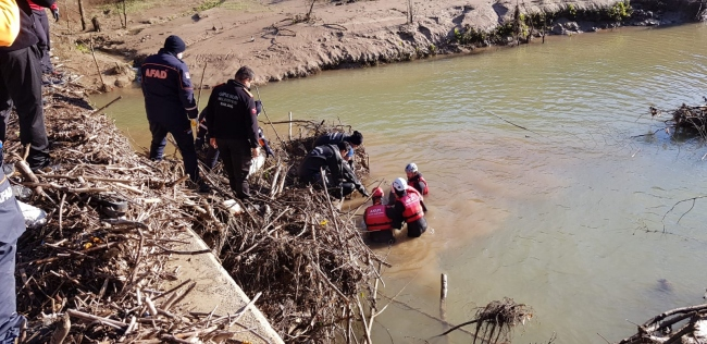 Giresunda dereye yuvarlanan otomobilin sürücüsünün cesedine ulaşıldı