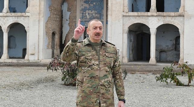Aliyev: Camilere domuz kafası atanlar mı bize ders verecek?