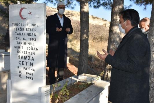 Şehit öğretmen Hamza Çetin mezarı başında anıldı
