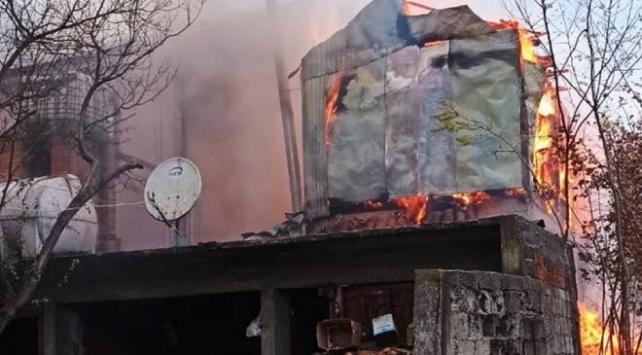 Düzcede yangın: Samanlık yandı, ev hasar gördü