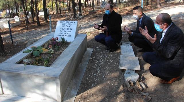 Van depreminde şehit olan öğretmen Oktay Türkoğlu kabri başında anıldı