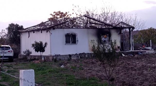 İstanbulda bir evde çıkan yangında 2 kardeş hayatını kaybetti