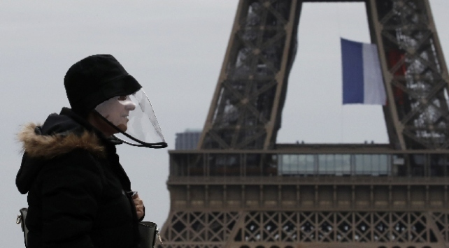 Fransada COVID-19 kaynaklı can kaybı 50 bini aştı