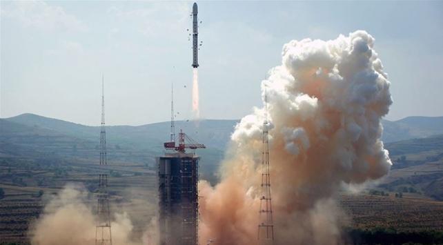 Çinin uzay aracı ay yüzeyinden örnek toplayacak