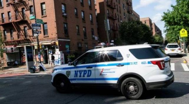 New York polisi, şikayet üzerine gittikleri evde kendilerini yaralayan şüpheliyi öldürdü