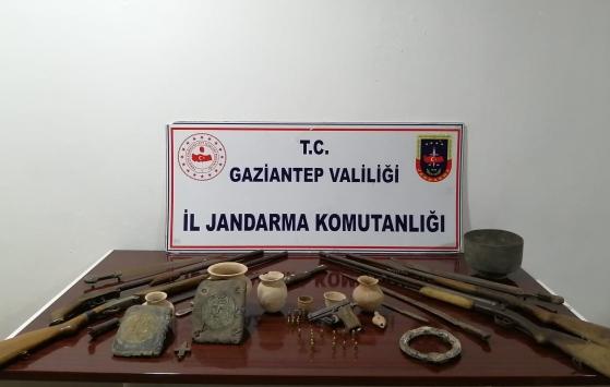 Gaziantepte tarihi eser niteliğinde 2 kitap ve çeşitli objeler ele geçirildi