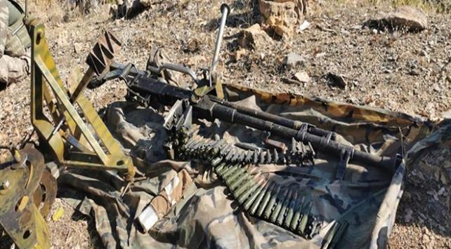 Irakın kuzeyinde teröristlerce kullanılan silah ve mühimmat ele geçirildi