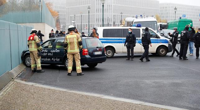 Almanya'da Başbakanlıkta saldırı paniği: Merkel toplantıdaydı