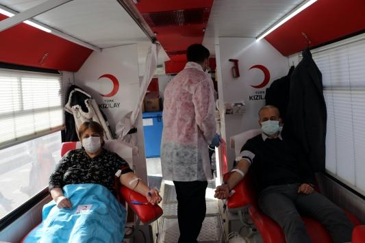 Amasyada kadına şiddete dikkati çekmek için vatandaşlar kan bağışında bulundu