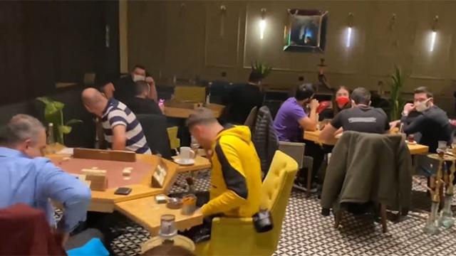 Polis, restoranların arka bölümlerinde 115 kişiyle karşılaştı