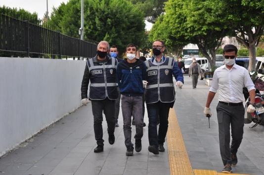Antalyada hırsızlık şüphelisi iki kişi tutuklandı