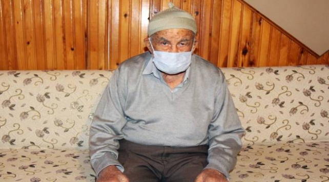 93 yaşındaki Nuri Dede hastaneye bile yatmadan COVID-19u yendi