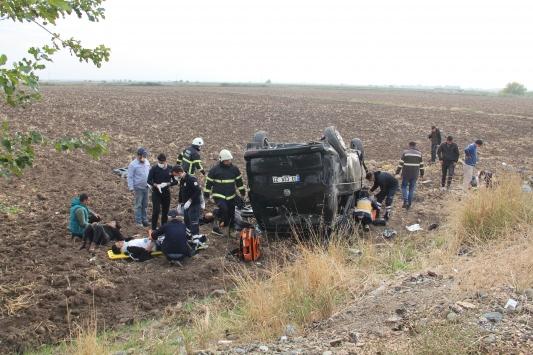 Hatayda hafif ticari araç devrildi: 10 yaralı