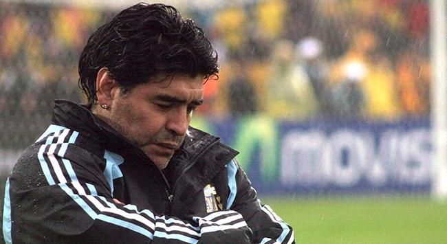 Maradonanın ölümü futbol dünyasını üzdü