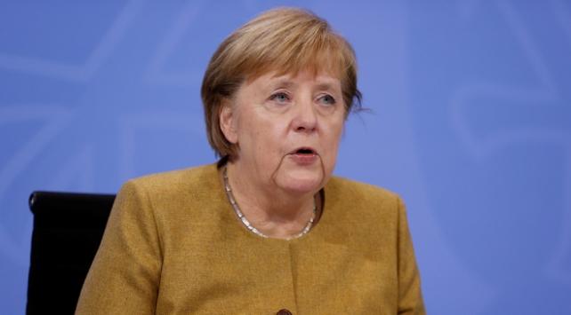 Merkel: Kısıtlamalar ocak ayına kadar sürebilir