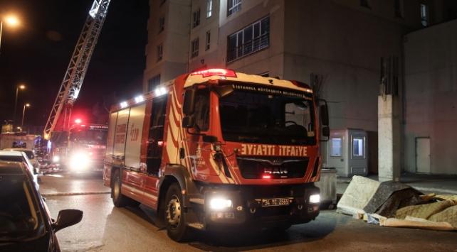 İstanbulda 30 katlı binada yangın
