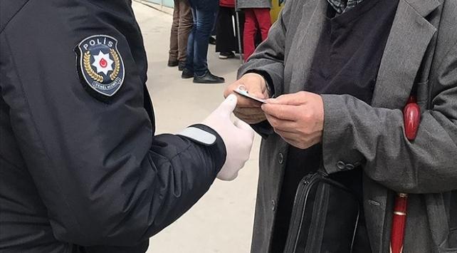 Kocaelinde tedbirlere uymayan 221 kişiye para cezası