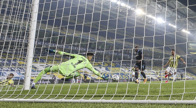 Fenerbahçe-Beşiktaş derbisinde gözler kalecilerde olacak