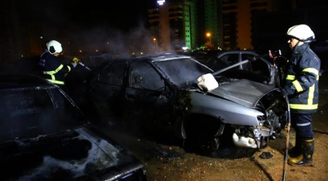 Adanada araç hurdalığında yangın