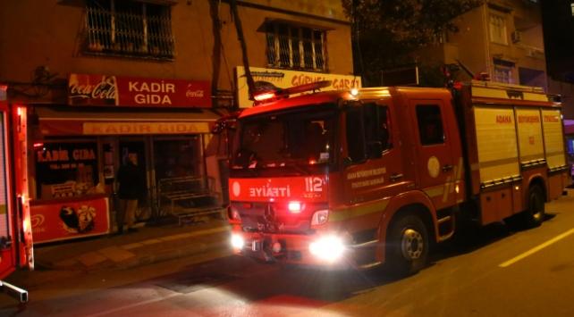 Adanada iki katlı evde yangın