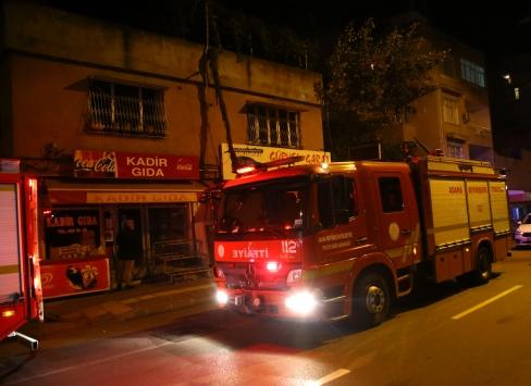 Adanada iki katlı evde çıkan yangın hasara neden oldu