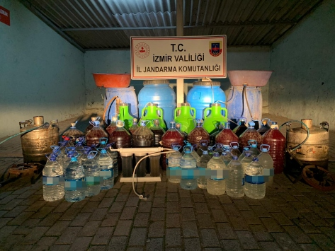 İzmirde 972 litre kaçak içki ele geçirildi