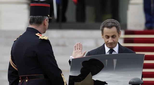 """Sarkozy, cumhurbaşkanlığı dönemindeki """"kirli"""" ilişkilerin hesabını veriyor"""