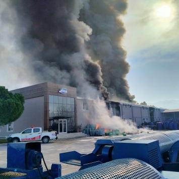 Balıkesirde turşu fabrikasında yangın çıktı