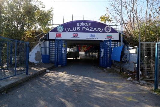 Edirnede sınır ötesi müşterileri olan pazar Kovid-19 tedbirleri kapsamında kapatıldı