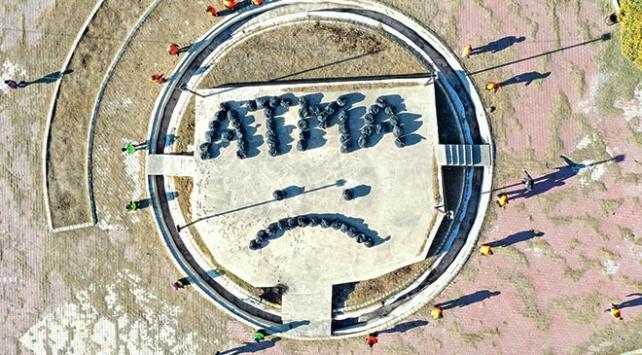 Iğdırdaki temizlik işçilerinden çöplerle mesaj: ATMA