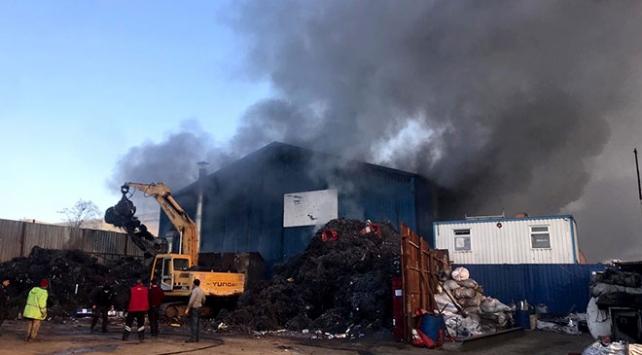 Zeytinburnunda geri dönüşüm tesisinde yangın çıktı