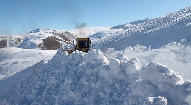 Bayburtta yoğun kar: Bazı yollar kapandı