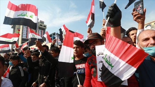 Bağdatta Sadr yanlısı binlerce kişi, erken seçime katılma çağrısına destek gösterisi yaptı