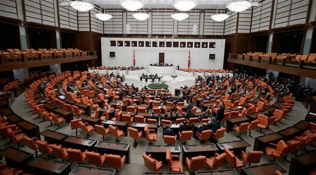 4 partiden Fransa Senatosuna kınama